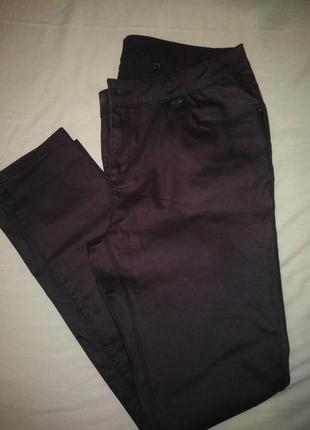 Классные джинсы цвета баклажан 52 р.