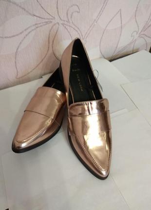 Золотистые фирменные туфли лоферы на низком ходу, оригиналы new look