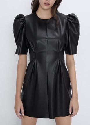 Платье из искусственной кожи с поясом