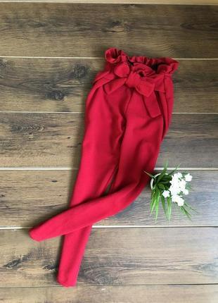 Стильные красные брюки штаны