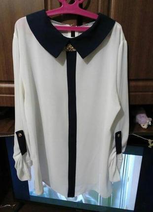 Белая  блузка с синим воротничком