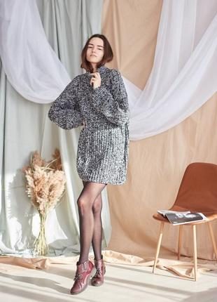 Вязаный оверсайз свитер-платье с высоким горлом