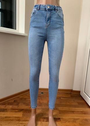 Светлые джинсы скини с высокой посадкой