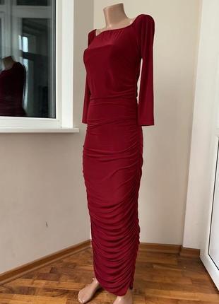 Бордовое миди платье в пол с голыми плечами