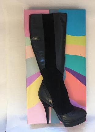 Шикарные кожаные сапожки на высоком каблуке