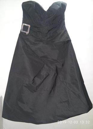 Брендовое вечернее маленькое чёрное платье с драпировкой корсаж бюстье