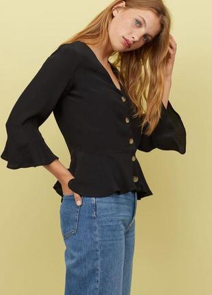 Чорна трендова блуза з крупними гудзиками