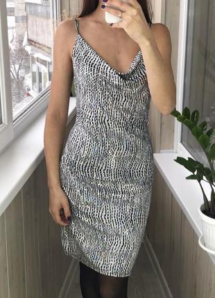 Шикарное блестящее вечернее платье на тонких бретельках