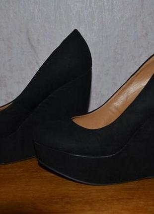 Очень красивые женские замшевые туфли на платформе (танкетке)