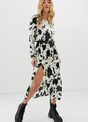 Стильна кремово-чорна сукня з принтом та відкритою спинкою