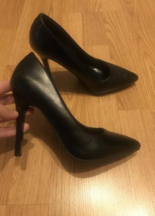 Туфли женские чёрные классические на каблуке