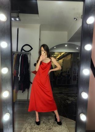 Шикарное сексуальное платье комбинация шелковое красное алое миди на бретелях