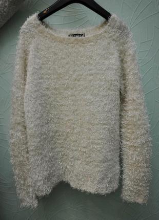 Белый пушистый свитер травка