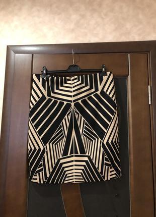 Изумительно красивая брендовая юбочка-карандаш на наш 52-54. супер!
