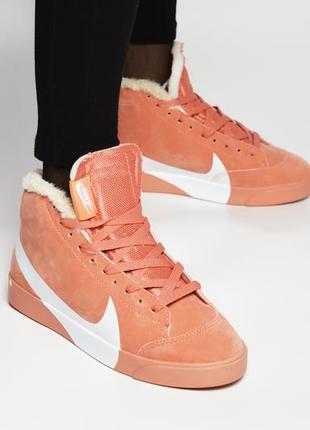 Яркие женские меховые кроссовки nike в розовом цвете /осень/зима/весна😍