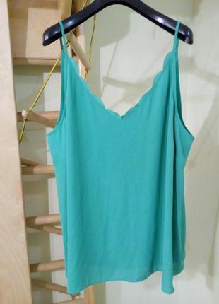 Базовая зелёная блуза на тонких бретелях
