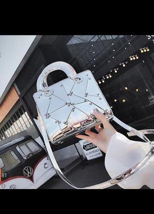 Очень красивая сумка металик под dior