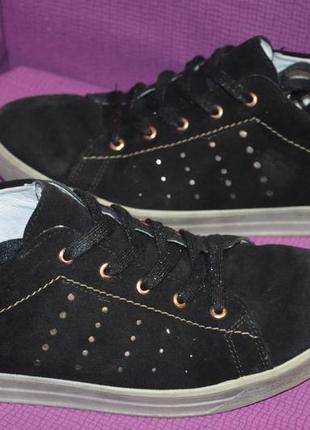 Очень мягенькие ,комфортные,замшевые кроссовки ricosta
