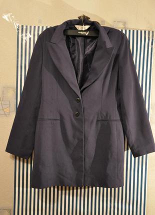 Темно-синий пиджак удлиненный
