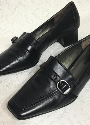 Чёрные кожаные деловые туфли