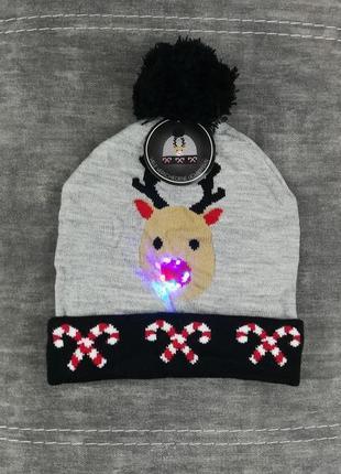 Новогодняя шапка со светящимся оленем