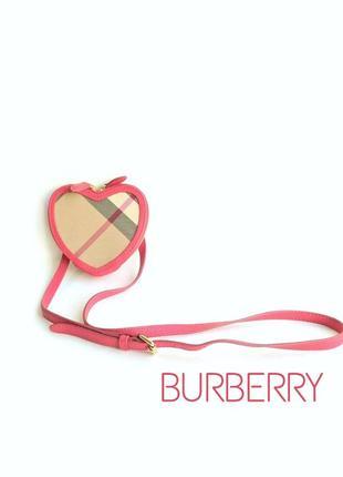 Оригинальная сумочка-сердечко burberry