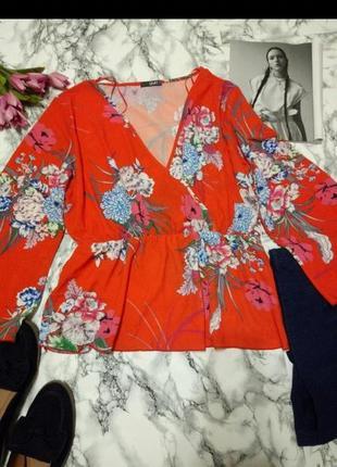 Блуза з квітковим прінтом