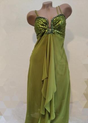 Яркое вечернее платье с пайетками