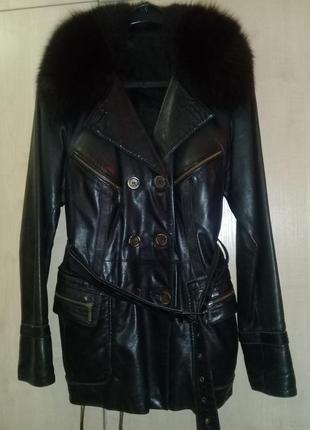 Женская кожаная куртка с меховым воротником демисезонная, классический стиль