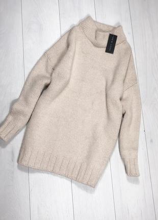 Объемный свитер удлиненный
