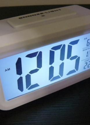 Настольные часы с сенсором света