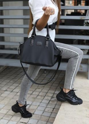 Черная деловая сумка через плечо кожаная три отделения модная с ручками