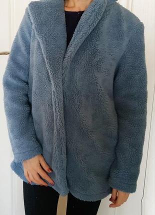 Стильная серо голубая шубка из искусственного меха