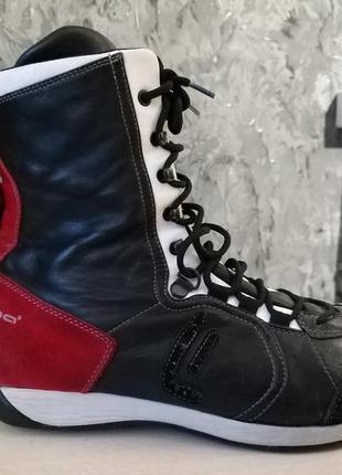 Фірмові натуральні чоботи