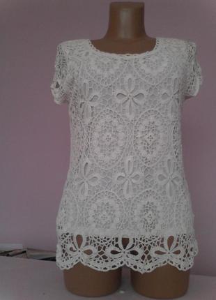 Нежная белая кружевная блузка