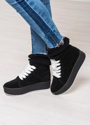 Стильные и теплые ботинки, кеды черные с довязом на толстой подошве натуральный замш