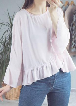 Нежная блуза с рюшей