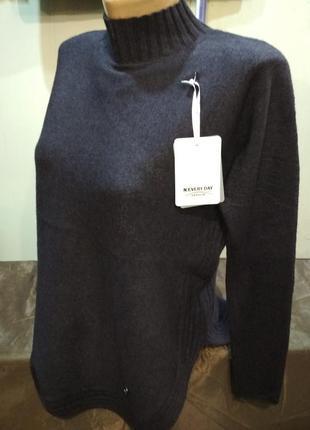 Теплый свитер италия. размер l/xl.