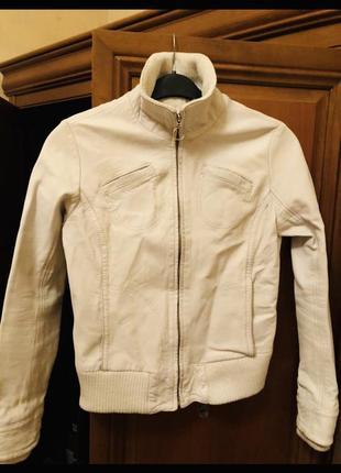 Кожаная курточка белая mango