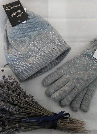 Зимняя шапка и перчатки