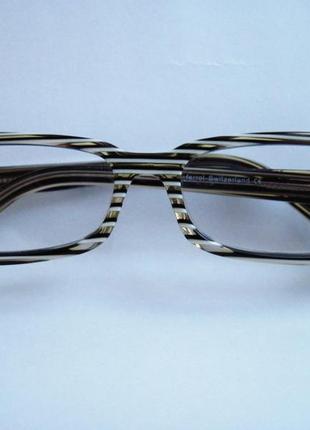 Стильні окуляри з діоптріями швейцарія