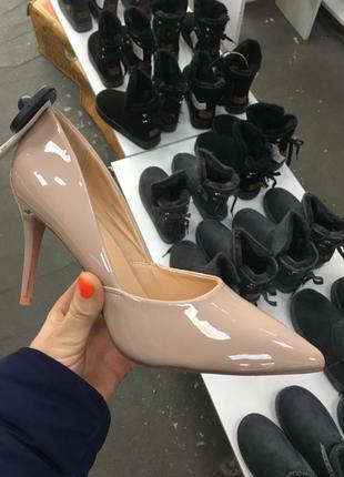 Туфли на каблуке бежевые