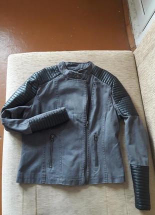 Стильная джинсовая косуха с кожаными вставками
