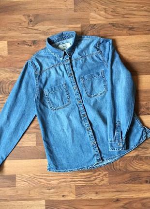 Стильная синяя  джинсовая рубашка размер m