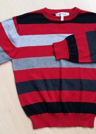 Свитер в полоску красно /черно/белый на рост 122 см.