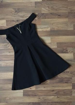 Стильное черное платье размер s