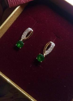 Серьги позолоченые с зеленым камнем