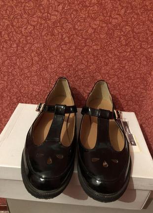 Лаковые балетки туфли truffle с вырезами.
