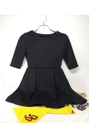 Saleмаленька чорна сукня