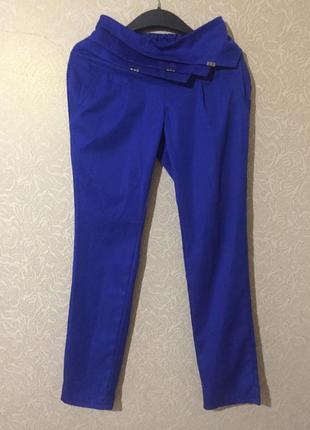 Костюм двойка, пиджак и брюки цвета электро, размер s